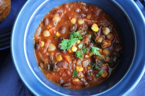 Vegetarian-Chili_upclose-HipFoodieMom.com_